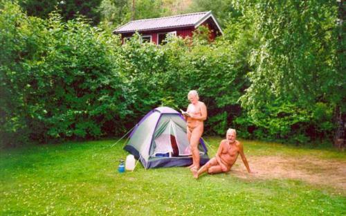 På teltur i Glomstadbukta.